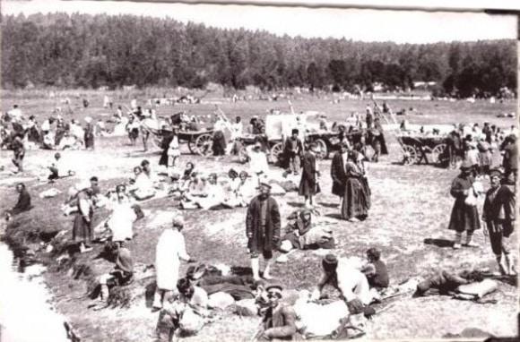 Стан богомольцев под открытым небом. фото 1903 г. (РГИА).