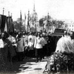 Государь Николай II несет раку с мощами прп. Серафима Саровского