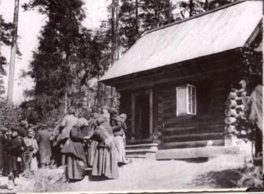 Посещение Дальней пустыньки преп. Серафима. Фото 1903 г. (РГАКФД).