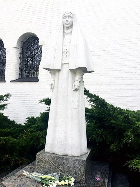 Памятник св. прпмц. Елизавете Федоровне