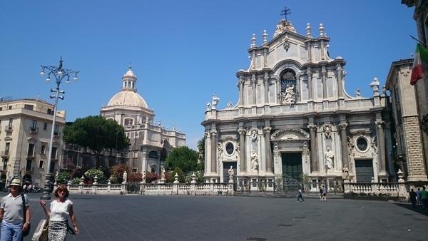 Справа собор святой Агаты, Катания.
