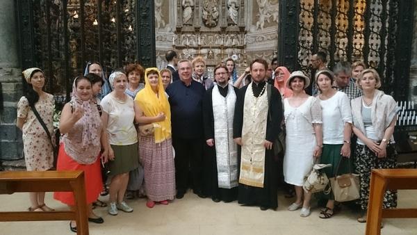 После молебна с отцом Апполинарием, священником из русского прихода в Катании.