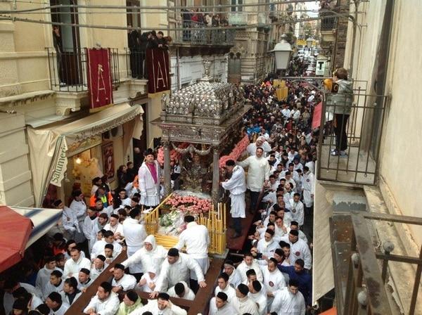 Крестный ход с мощами святой Агафии по Катании, 4-5 февраля.