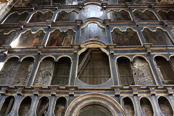 Иконостас собора на реставрации.