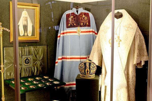 В зале, посвященном святейшим Патриархам Алексею I, Пимену, Алексею II