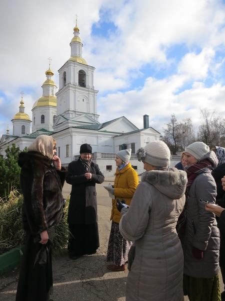 У Казанской церкви и Рождественских храмов