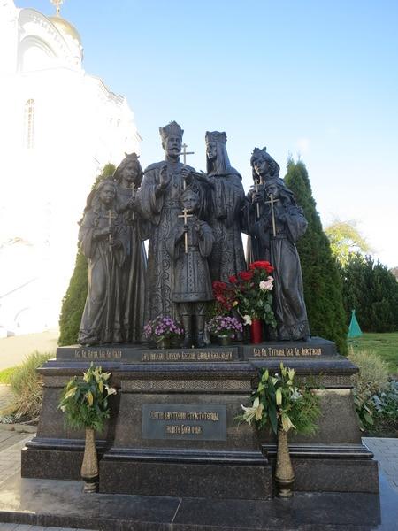 Памятник Царственным страстотерпцам